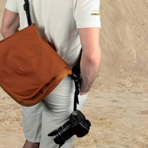 <サーファー>お持ちのバッグがカメラストラップに早変わり